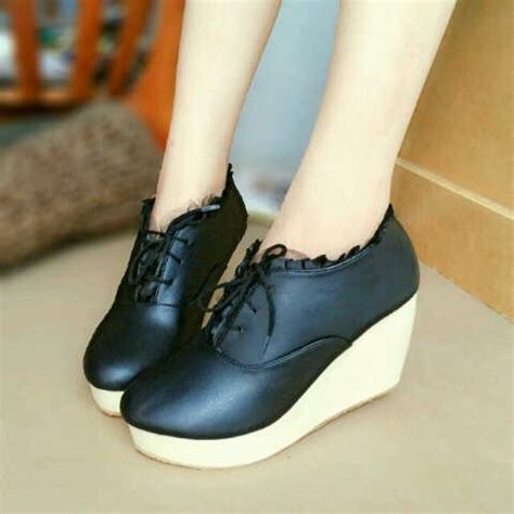Sepatu Boots Wedges Wanita Terbaru sepatu boots wanita murah wedges sepatupatu