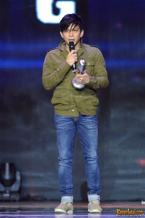 Baju Hem Ariel Noah kabar selebriti gaya casual ariel noah til bak bintang korea