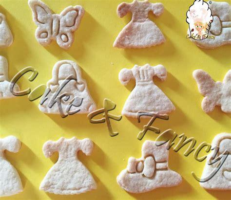 colla alimentare per pasta di zucchero biscotti con pasta di zucchero ricetta passo a passo