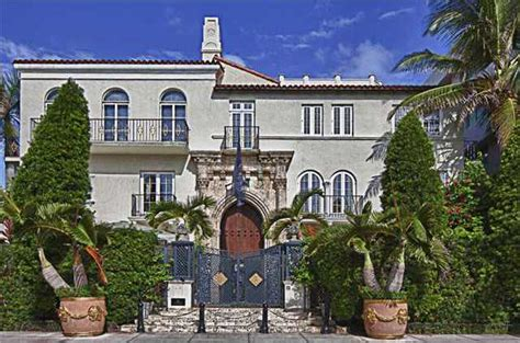 Versace Mansion Auctioned Off For 41 5m Redfin Gianni Versace House South