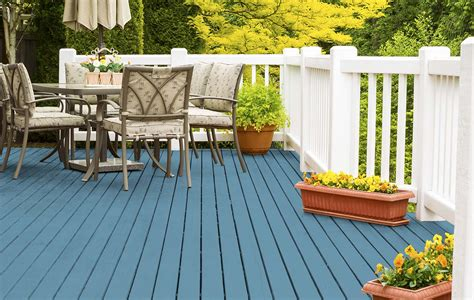 Top Trending Stain Colors for Outdoor Spaces