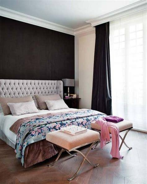 dark accent wall in small bedroom camas cabeceros