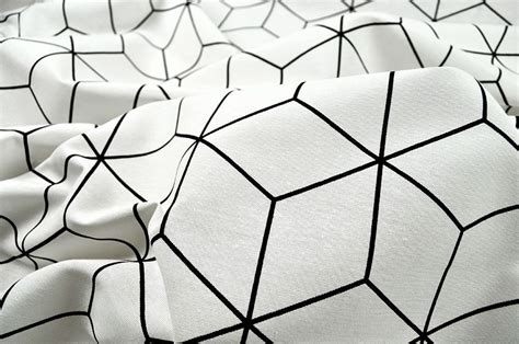 bergardinen schwarz wei dekostoff cubic structure wei 223 schwarz