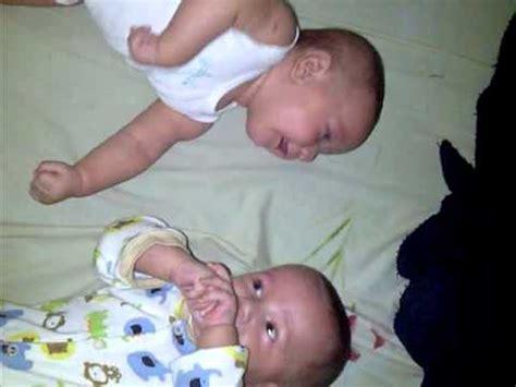 bebes hablando entre ellos mis beb 233 s gemelos hablando