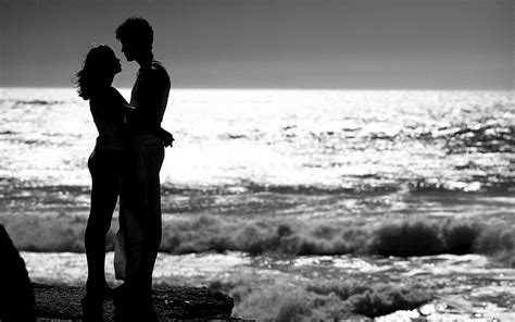 black and white couple wallpaper couple on beach black in white wallpapers and backgrounds