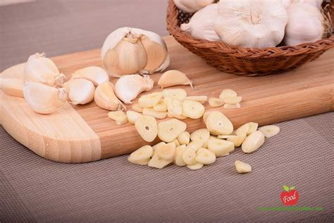 Garlic Detoxing Intestines by 10 Best Foods For Healthy Detox Foodformyhealth
