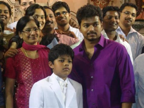 actor vijay daughter recent photos vijay with his family all about vijay