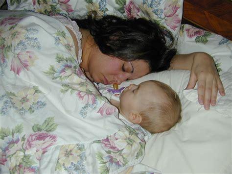 baby sleep co sleeping vs crib co sleeping