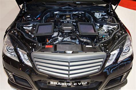 v12 motor foto brabus e v12 motorraum 6 223 ccm gro 223 er v12 motor
