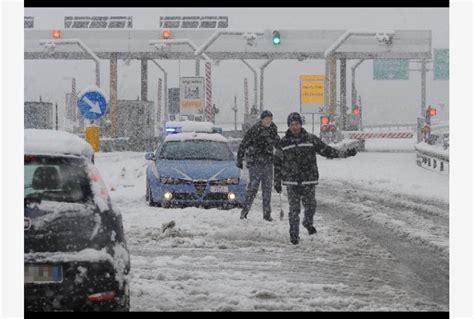 meteo candela foggia chiuso per neve il casello a16 a candela tiscali notizie