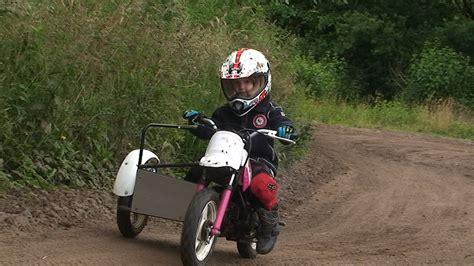 Kinder Motorrad 4 Jahre by Kinder Motocross Sidecar Mit Fina 4 Jahre Alt Youtube