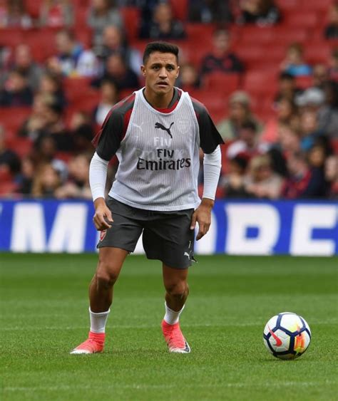 alexis sanchez kit arsenal news alexis sanchez films walk on shots for new