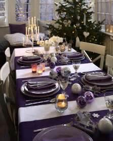 Green Glass Flower Vase Dining Room Festive Christmas Dinner Table Decorating