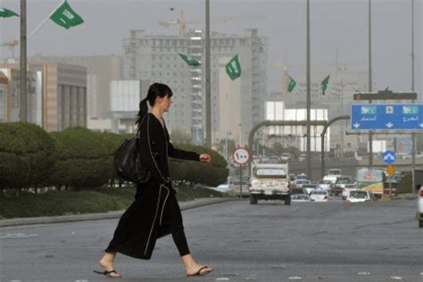expat living and working in saudi arabia ksa rules daughters of expats want to work