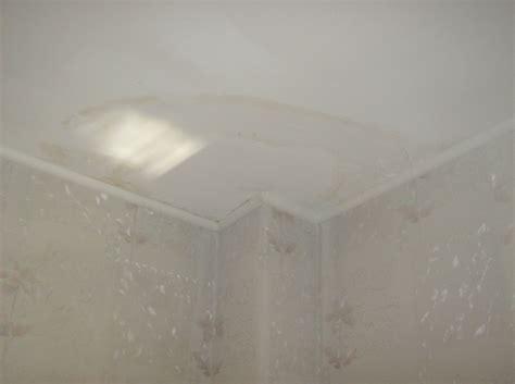 wasserschaden an der decke wer zahlt korrosion und verkrustungen in warmwasserstrang in