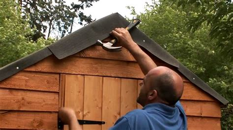 How To Lay Roofing Felt On A Shed by How To Felt A Shed Roof