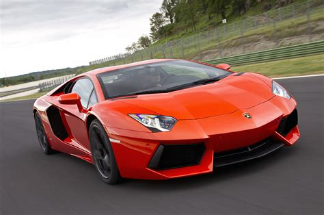 Lamborghini Aventador Max Speed Lamborghini Aventador 692hp 0 60 In 2 7 Secs Top Speed