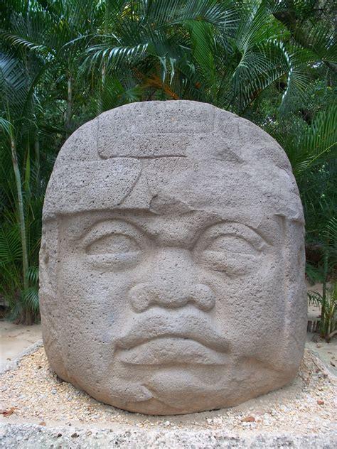 imagenes cabesa olmeca cabeza olmeca original de tabasco mexico imagen foto