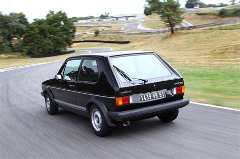 Volkswagen Gti Vs Golf by Volkswagen Golf Gti 1976 Vs Golf Gti 2016 Le Match En 30