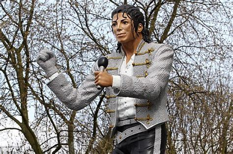 craven cottage michael jackson arsenal fans not thrilled by michael jackson statue