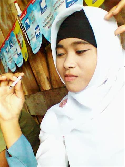 Jilbab Anak Nakal foto bugi cewek berjilbab foto cewek pakai jilbab gambar cewek berjilbab foto