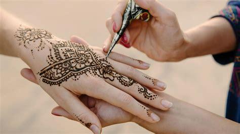 los riesgos poco conocidos de los tatuajes de henna negra