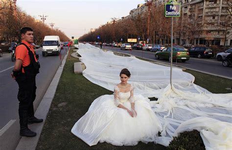 imagenes del vestido de novia de niurka el vestido de novia m 225 s largo del mundo