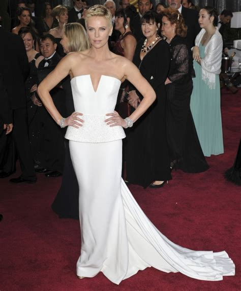 The Look For Less Charlize Therons 2005 Golden Globes Dress by Charlize Theron Golden Globes Dress 2015 Best Auto Reviews