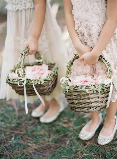 Flower Wedding Baskets by The 25 Best Ideas About Flower Basket On