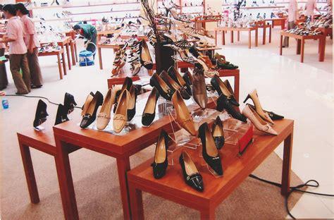 Rak Sepatu Dan Sandal dekorasi toko waru75