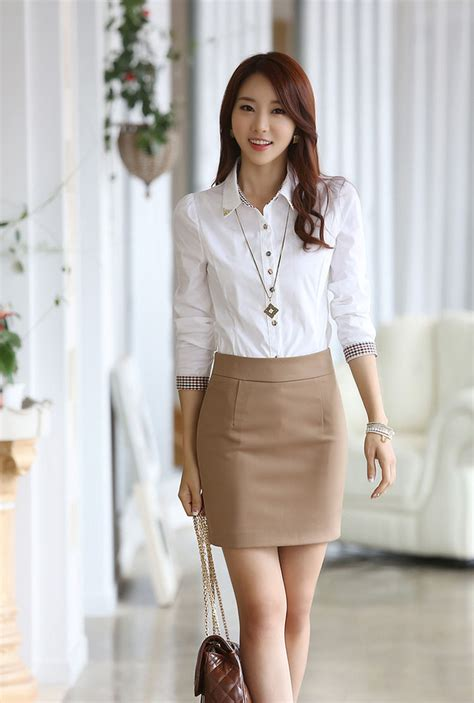 desain baju wanita simple memilih kemeja kerja wanita yang elegan agar til cantik