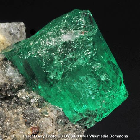 emerald meaning properties and powers the complete guide