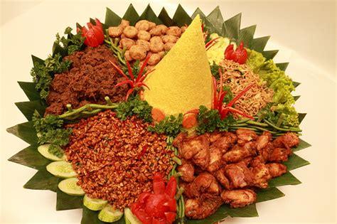cara membuat nasi kuning nasi kuning tumpeng related keywords nasi kuning tumpeng