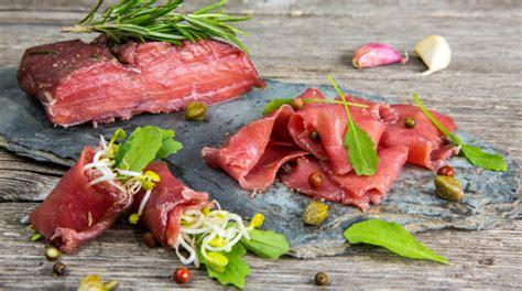 cucinare spiedini di carne spiedini di carne in padella la veloce e golosa ricetta