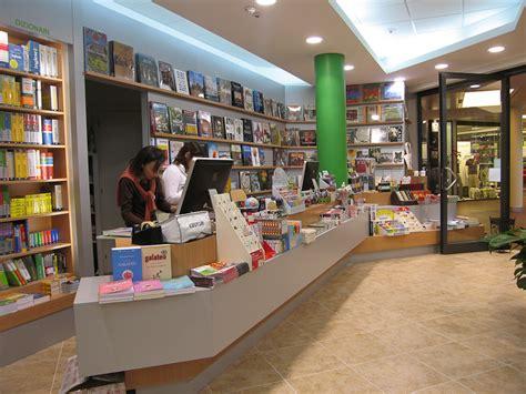 libreria via cavour roma realizzazioni 2008 architettura e interior design