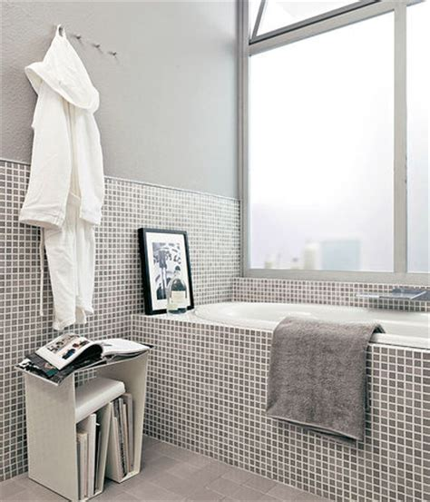 imbiancare bagno imbiancare il bagno grigio donna moderna