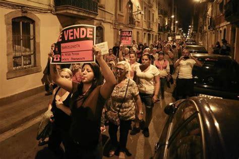 vinetas la nueva moda del turismo de borrachera balconing mamading la barceloneta vive una nueva protesta contra el turismo