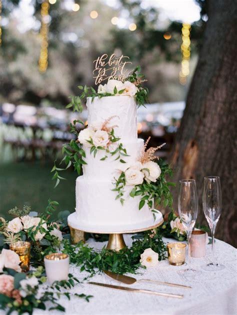 Wedding Cake Greenery by Hanging Twinkle Lights Make A Magical Wedding Greenery