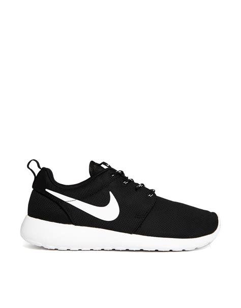 nike roshe run black trainers sweat   nike shoes