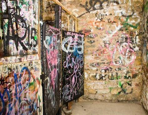 Stop Bathroom Graffiti Kreatif Tak Bertempat Seni Atau Vandalisme Oh Lawak