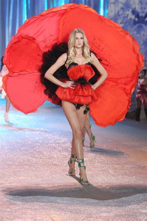 Victorias Secret Models Boogie On For Secret Garden Relaunch by 199 Best Images About 2012 S Secret Fashion Show