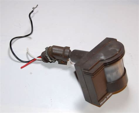Installing A Motion Sensor To An Existing Light Fixture Four Wire To Exterior Outlet Electrical Diy Chatroom Home Improvement Forum