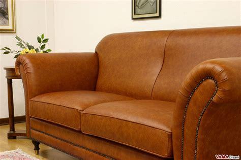 divani marroni divano classico stile inglese in pelle marrone chiaro vintage