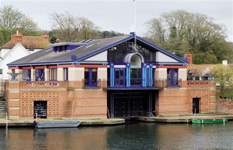 house boats by terry boat house on the thames at henley by terry farrell architect sir terry farrell