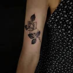 25 tatuajes de rosas negras ideales para ti tatuajes de rosas negras 161 pasi 243 n erotismo y algo m 225 s