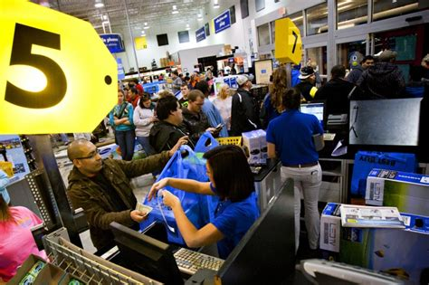 Walmart Background Check Competitive Black Friday Competitive Shoppers Scuffle As Lines Shopping Day News
