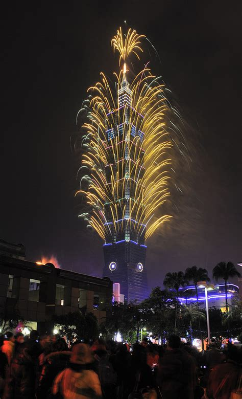 how is new year in taiwan taipei 101 new year fireworks 2013 epic fireworks