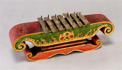 Jual Alat Musik Tradisional by Saron Peking Saron Panerus Europeana