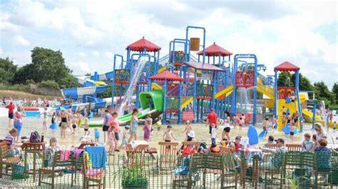 theme park nottingham make a huge splash at robin hood s water park visitengland