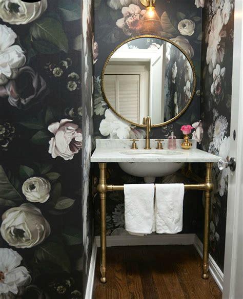 como decorar un cuarto que esta pintado de blanco c 243 mo decorar el ba 241 o con papel pintado